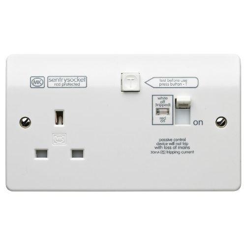 MK K6303WHI Logic Plus White Moulded Sentry Socket 1 Gang Latching  (Passive) RCD Socket With Manual